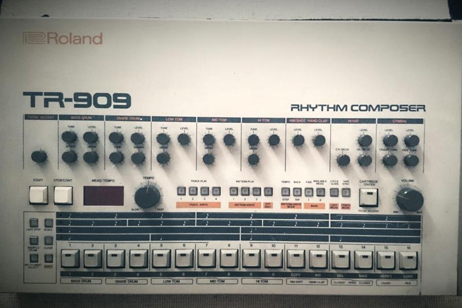 ROLAND TR 909 RHYTHM COMPOSER